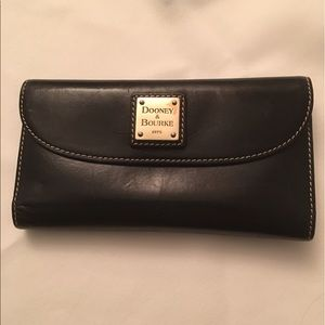 Dooney & Bourke black wallet - used